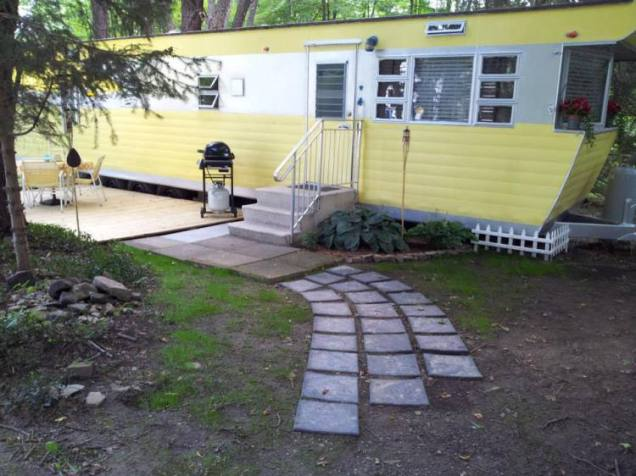 Smoker-Aritocrat-Vintage-Mobile-Home-Exterior-4