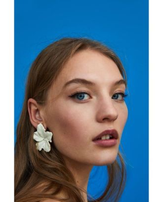 flowers as earrings inspo