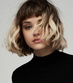 Pageboy Hair with Blond Waves